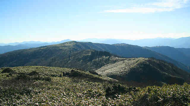 氷ノ山の山頂から見た南尾根、二の丸・三の丸方面