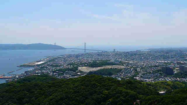 須磨浦山上遊園から見た明石海峡大橋と淡路島