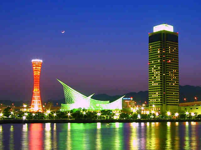 神戸ポートタワーとメリケンパークの夜景
