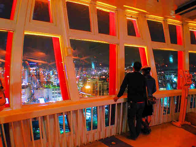 神戸ポートタワー展望フロアと神戸の夜景