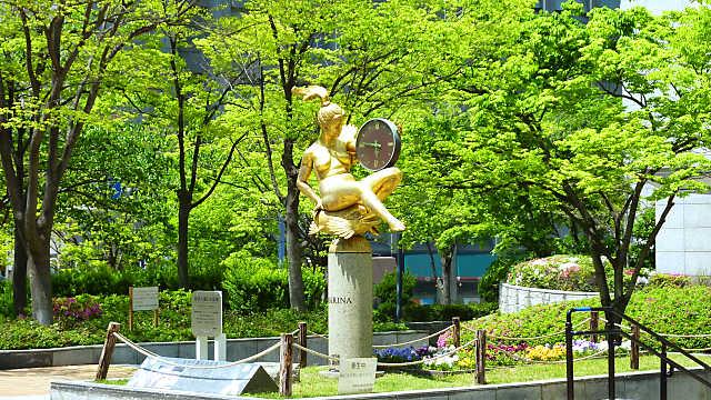 東遊園地のマリーナ像 (阪神淡路大震災の記憶)