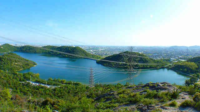 平荘湖の北にある相ノ山からの眺め