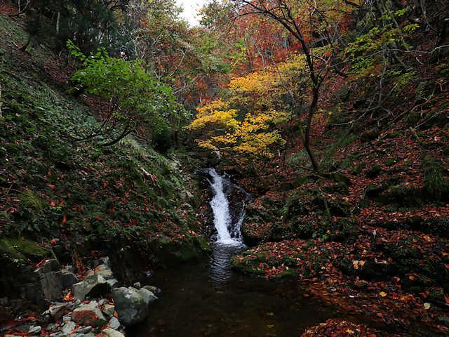 横行渓谷の滝