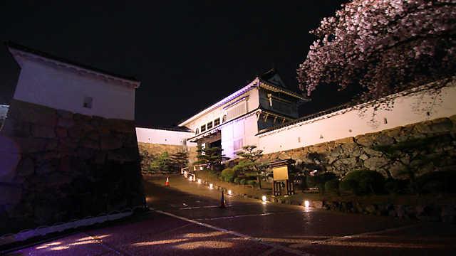 姫路城 菱の門のライトアップ