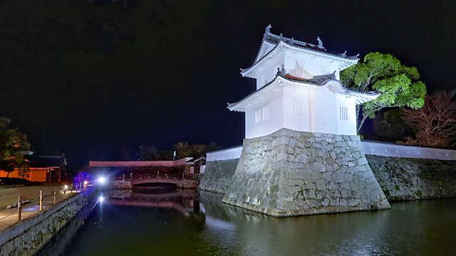 赤穂城跡「大手隅櫓と大手門のライトアップ」