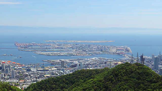 ポートアイランドと神戸空港の全景