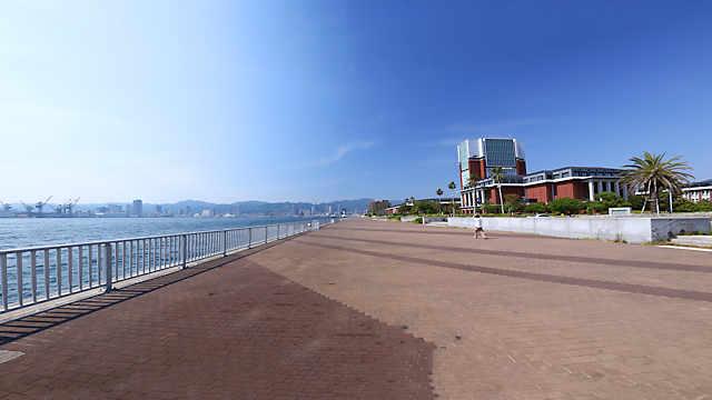 ポーアイしおさい公園と神戸港の風景
