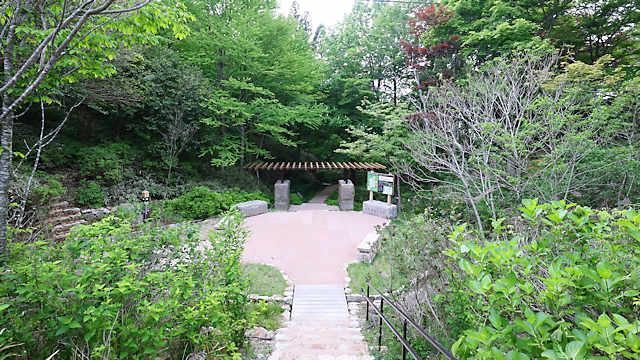 摩耶自然観察園「緑の門」