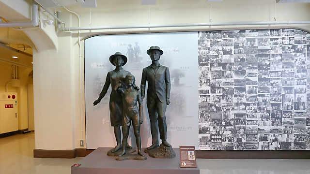 旧神戸海外移住センター(海外移住と文化の交流センター) にある神戸港移民船乗船記念碑
