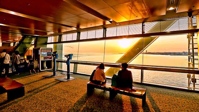 舞子海上プロムナードから眺める夕日