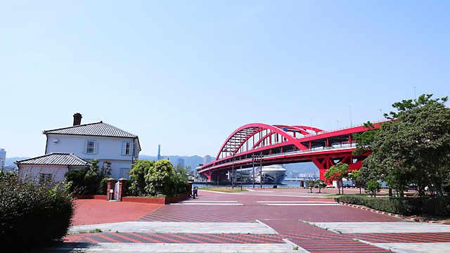 神戸大橋とポートアイランド北公園のみなと異人館