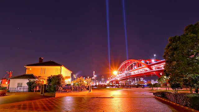 みなと異人館と神戸大橋のライトアップ夜景