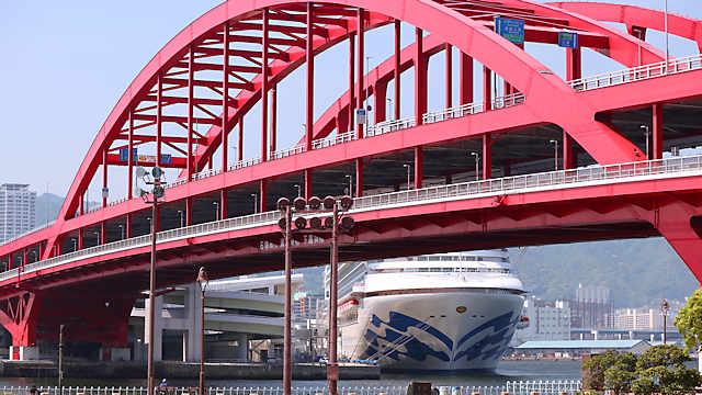 神戸大橋と豪華客船ダイヤモンドプリンセス(DIAMOND PRINCESS)