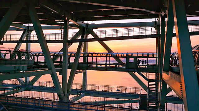 舞子海上プロムナードと夕日