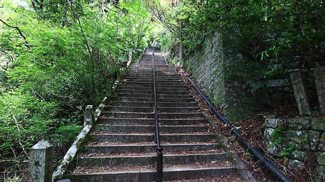 まだまだ続く階段