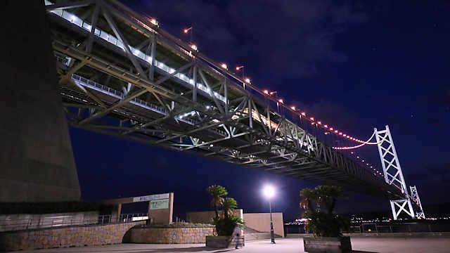 明石海峡大橋と舞子海上プロムナードの夜景