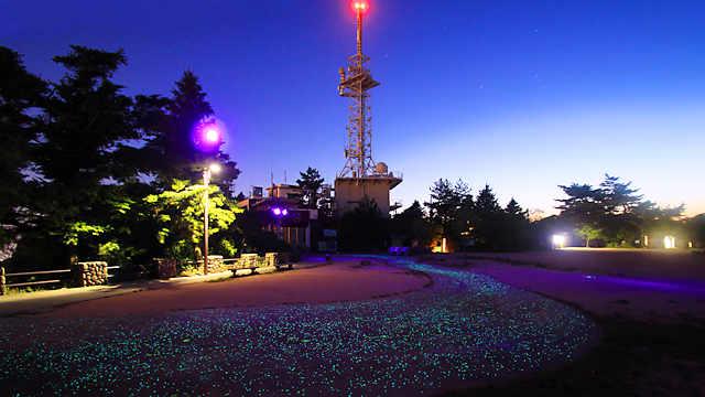 摩耶山掬星台「摩耶★きらきら小径」と 摩耶山掬星台のロープウェイ山頂駅「星の駅」