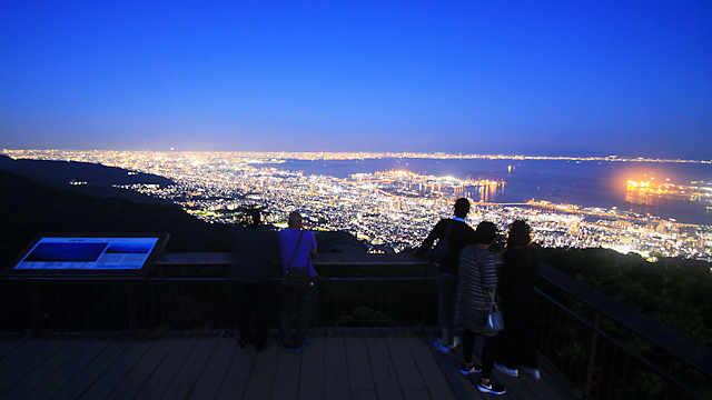 摩耶山掬星台の展望台と「神戸1000万ドルの夜景」