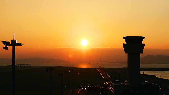 神戸空港「管制塔と夕日」