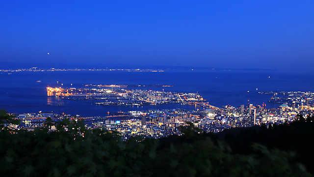 摩耶山掬星台の展望台から見る「神戸1000万ドルの夜景」