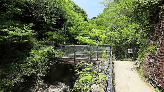 コンクリートアーチ橋の「谷川橋」