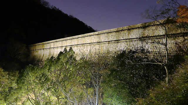 布引ダム(布引五本松堰堤)のライトアップ夜景