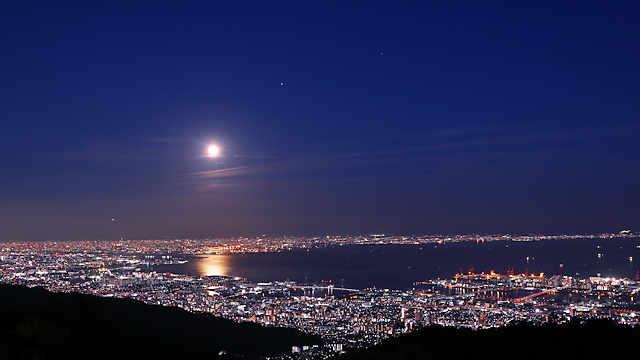 ストロベリームーンと六甲山天覧台から見る夜景