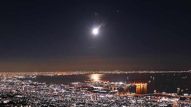 ストロベリームーンと摩耶山掬星台から見る夜景