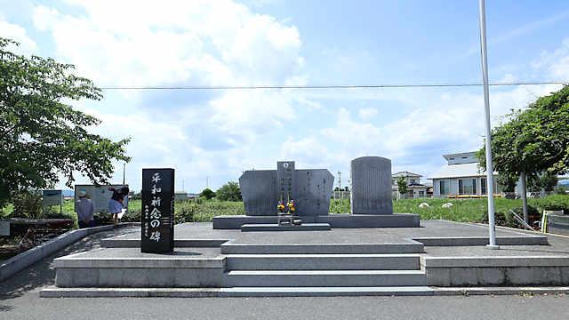 鶉野平和祈念の碑