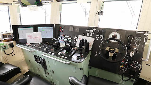 巡視艇「ふどう」の操舵室