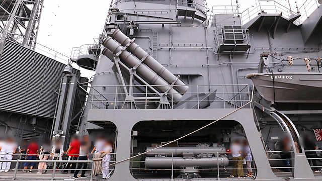 「ハープーンSSM 4連装発射筒」と「68式C 3連装短魚雷発射管」