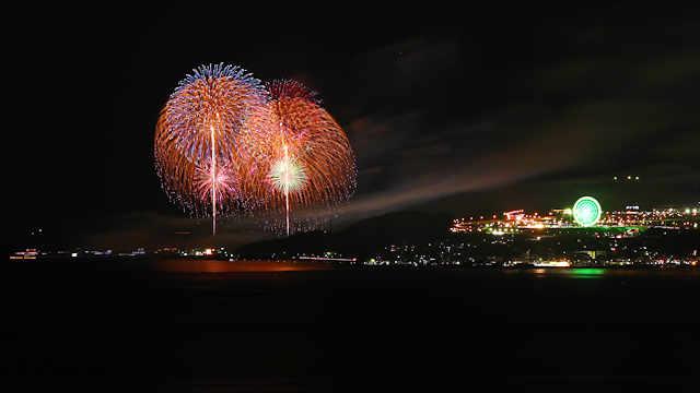 淡路市夏まつり花火大会と淡路サービスエリアの観覧車