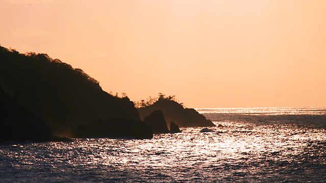 岡見公園「夕日に輝く日本海」