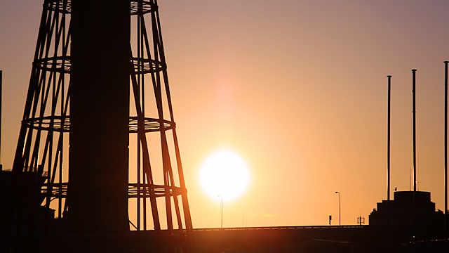 ポートタワーと太陽