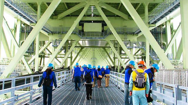 明石海峡大橋の管理通路