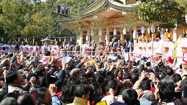 湊川神社の節分祭、豆まき