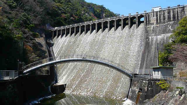 千苅貯水池と千苅ダム
