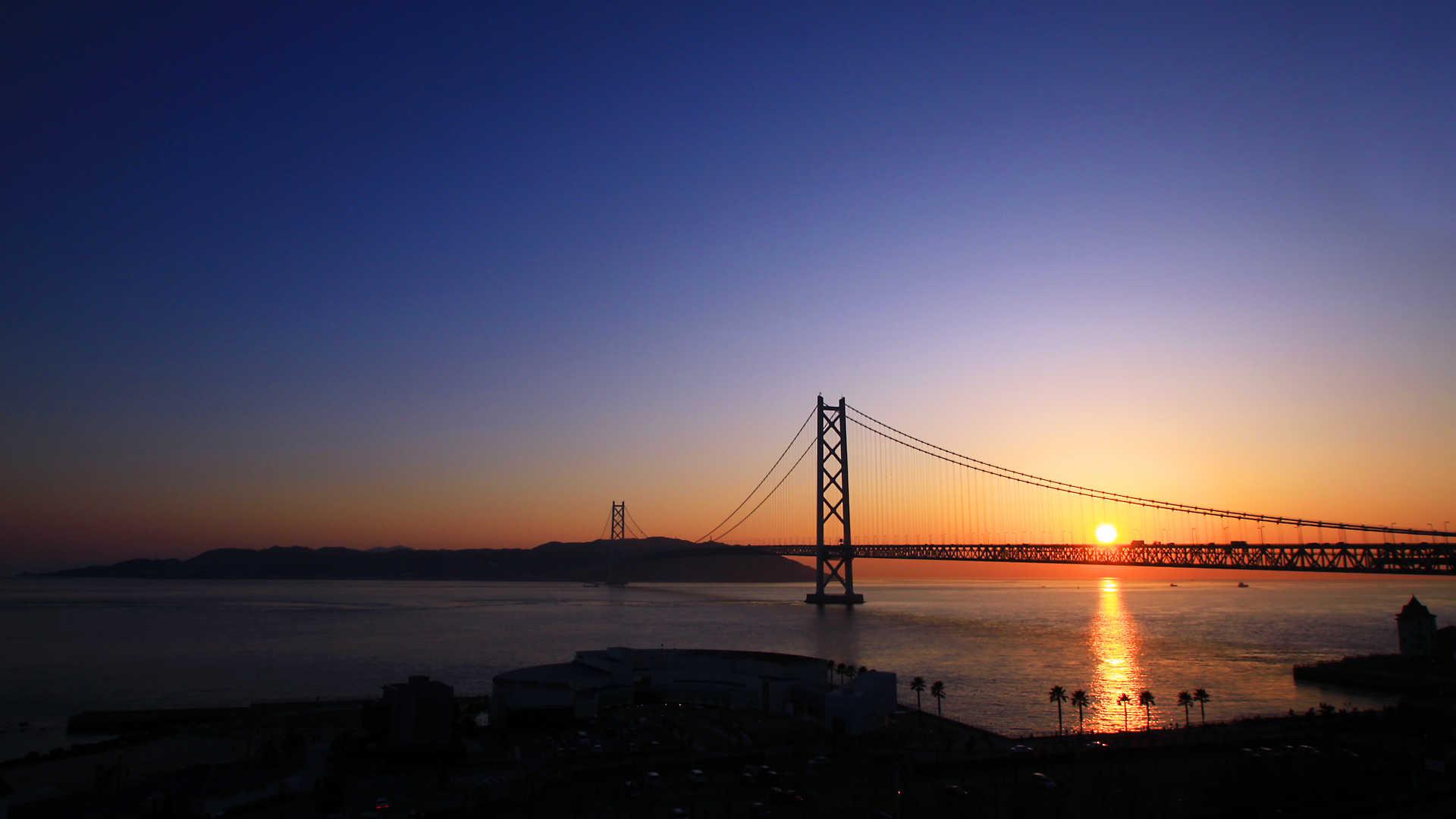 舞子公園・アジュール舞子と明石海峡大橋の夕日