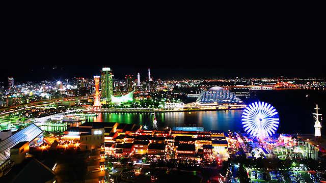 神戸メリケンパークと神戸港の夜景